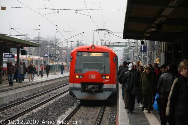 S3 kehrt in Buxtehude Gleis 1